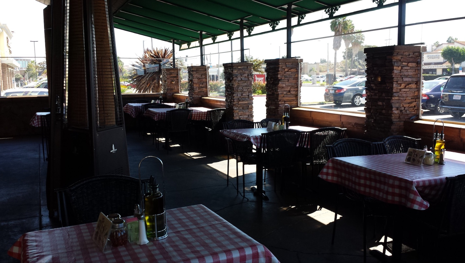 Buon gusto huntington beach italian cuisine and deli for Gusto italian kitchen